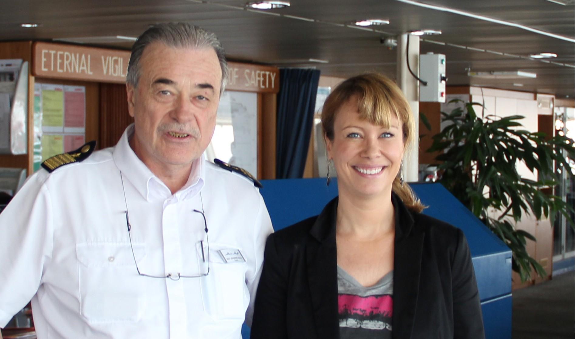 Blog-Autorin Christine Schmidt und Kapitän Noack
