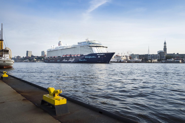 Die Mein Schiff 4 in der HafenCity Hamburg