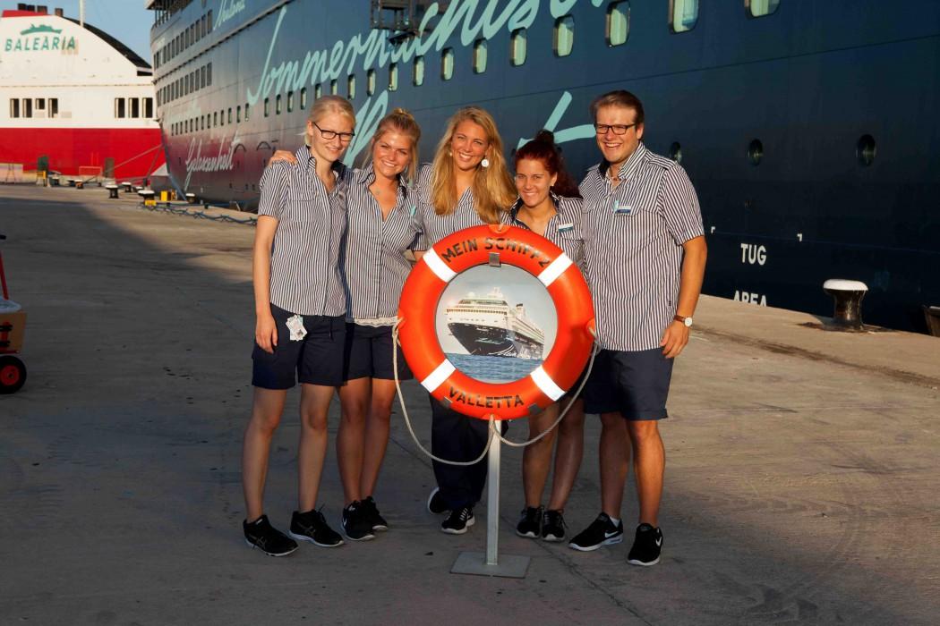 Das Kids & Teens Betreuer-Team der Mein Schiff 2