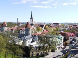 Blick von Tallinns Domberg auf die Unterstadt