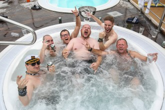 Poolparty auf der Full Metal Cruise