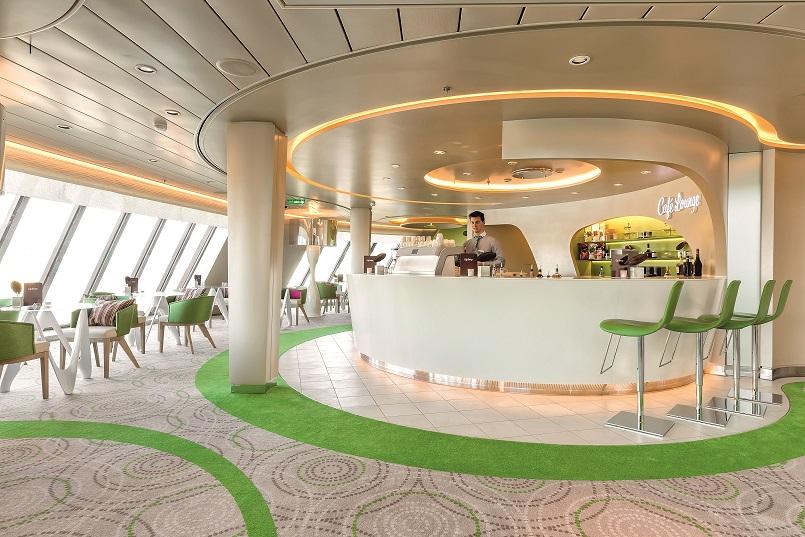 Ganz in grün: Die Café Lounge auf der Mein Schiff 4
