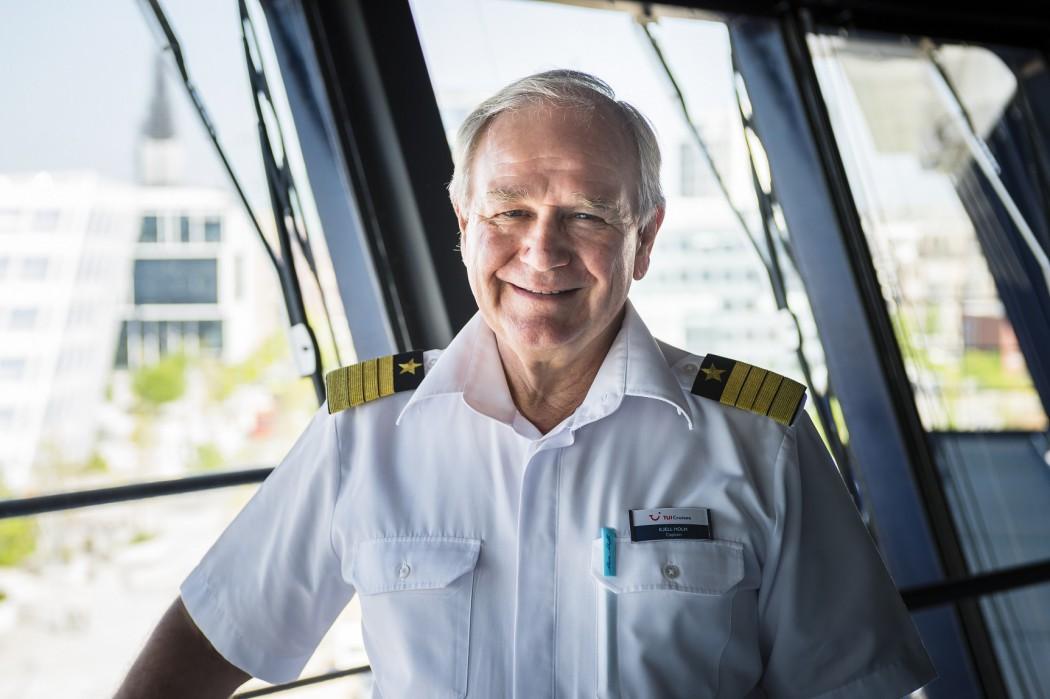 Mein Schiff Kapitän Kjell Holm