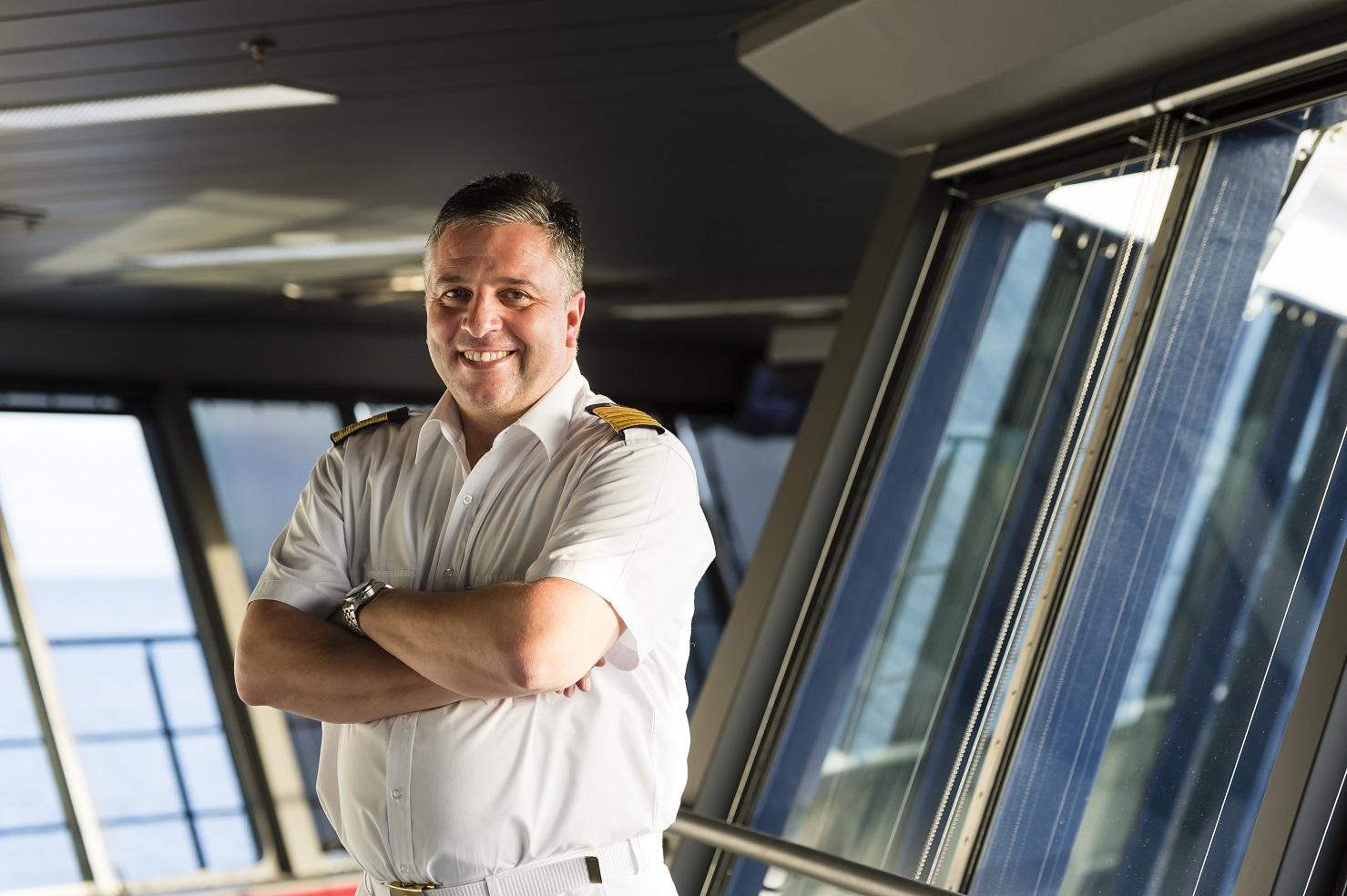 Stolz: Mein Schiff Kapitän Dimitris Papatsatsis