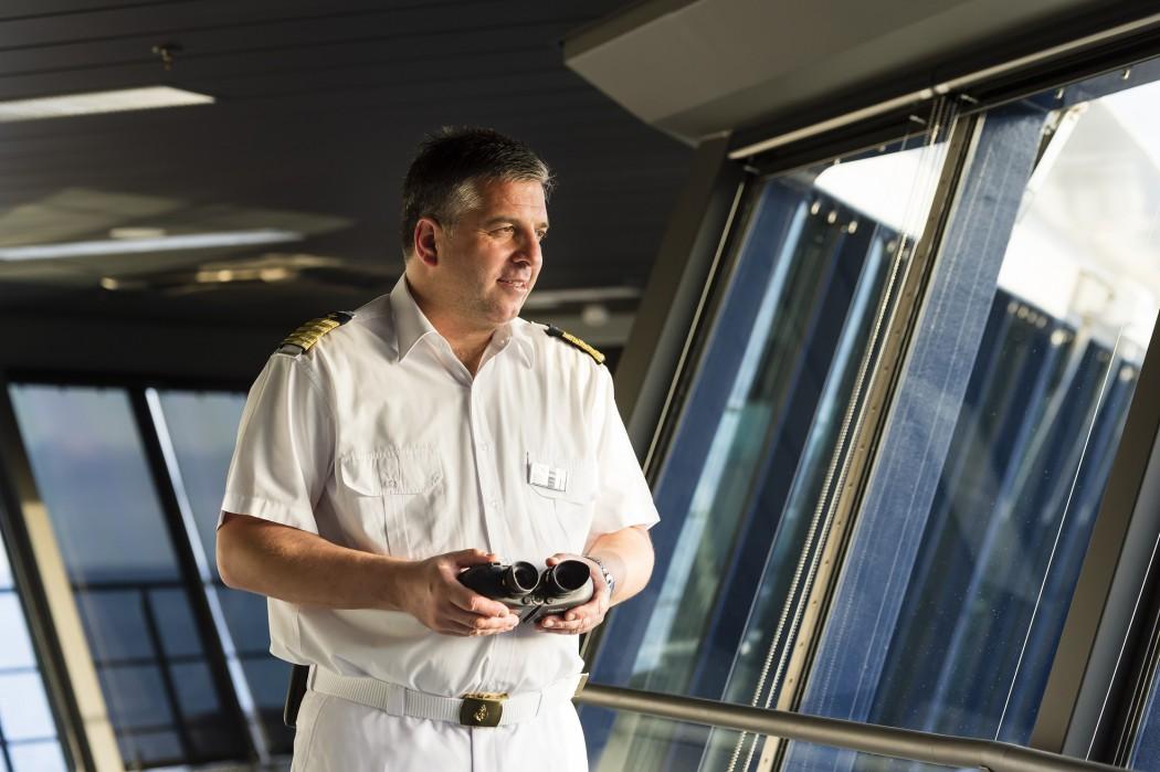 Alles im Blick: Mein Schiff Kapitän Dimitris Papatsatsis