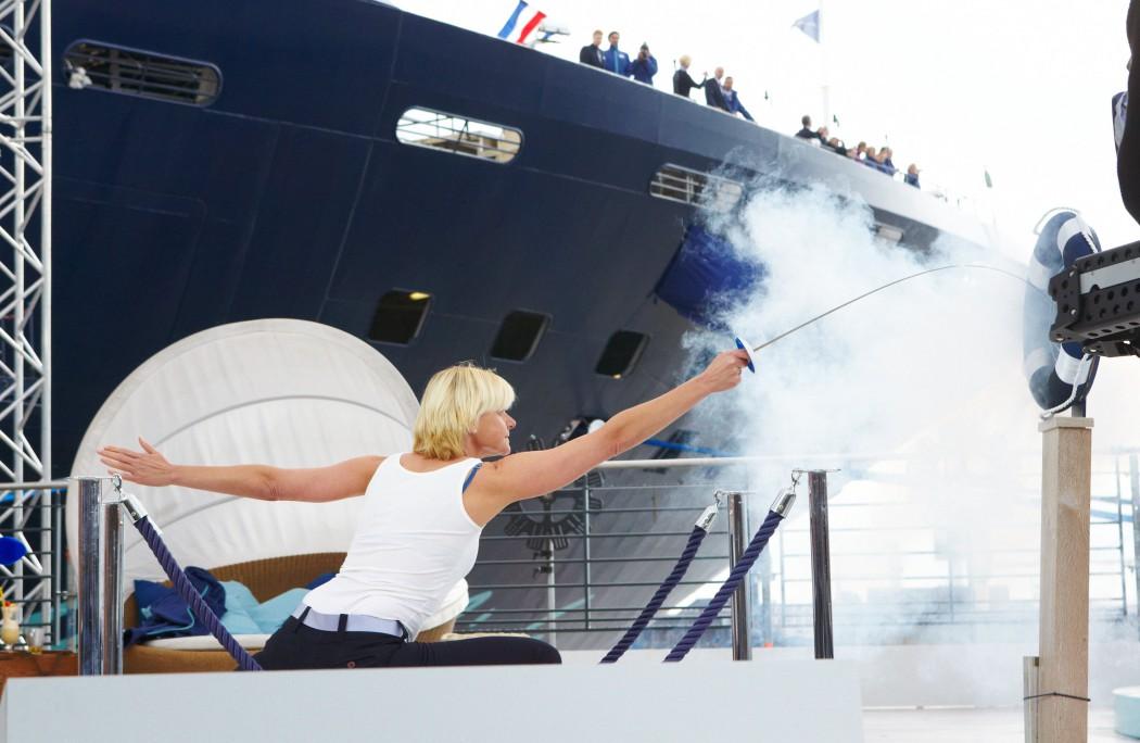 Taufe der Mein Schiff 2 durch Taufpatin Anja Fichtel