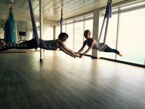 Flying Pilates Lehrerinnen Pia Horn (links) und Sonja Ehrlich