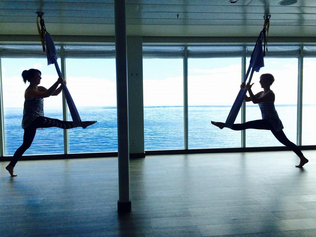 Flying Pilates mit Meerblick
