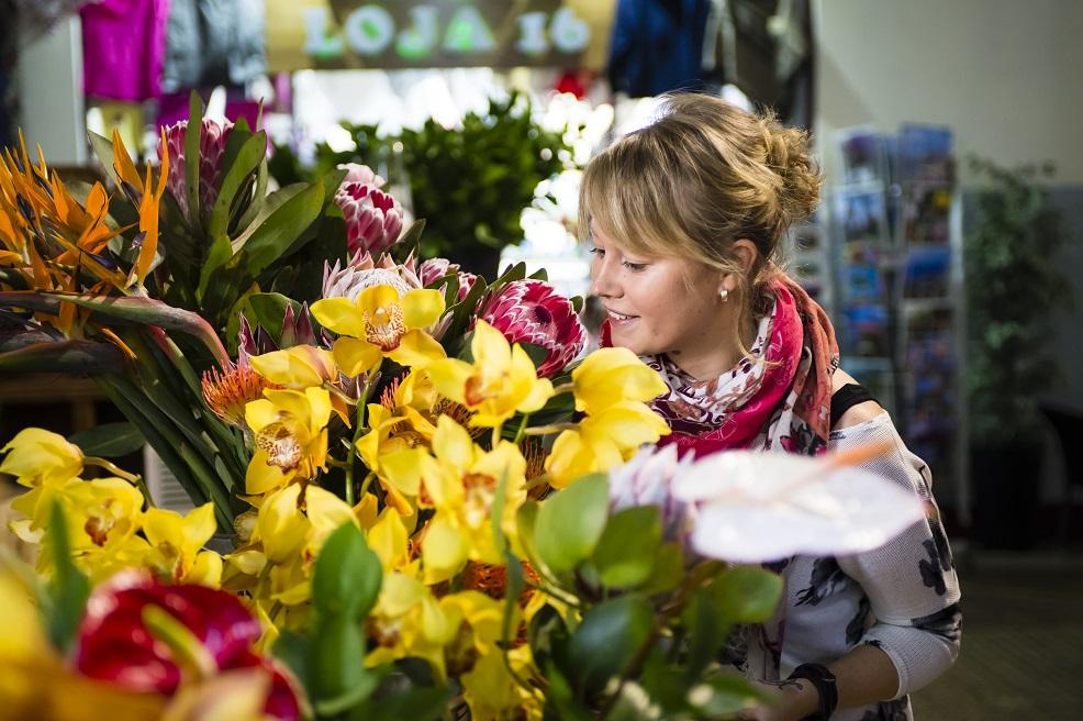 Eine der Floristinnen auf der Mein Schiff Flotte