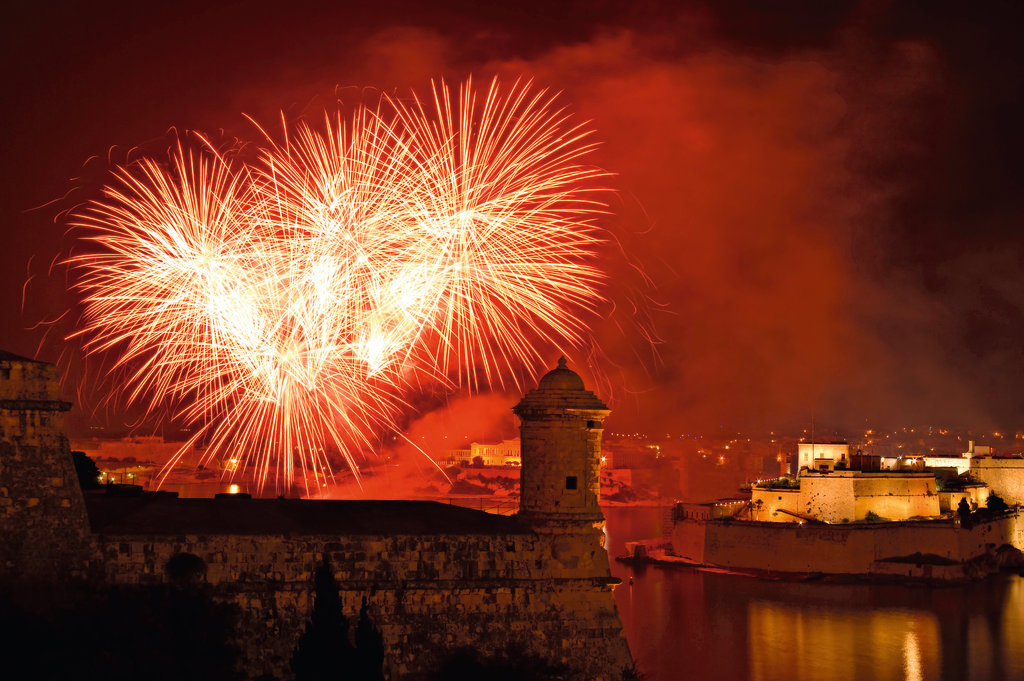 Silvester Feuerwerk in der Mein Schiff Destination Malta