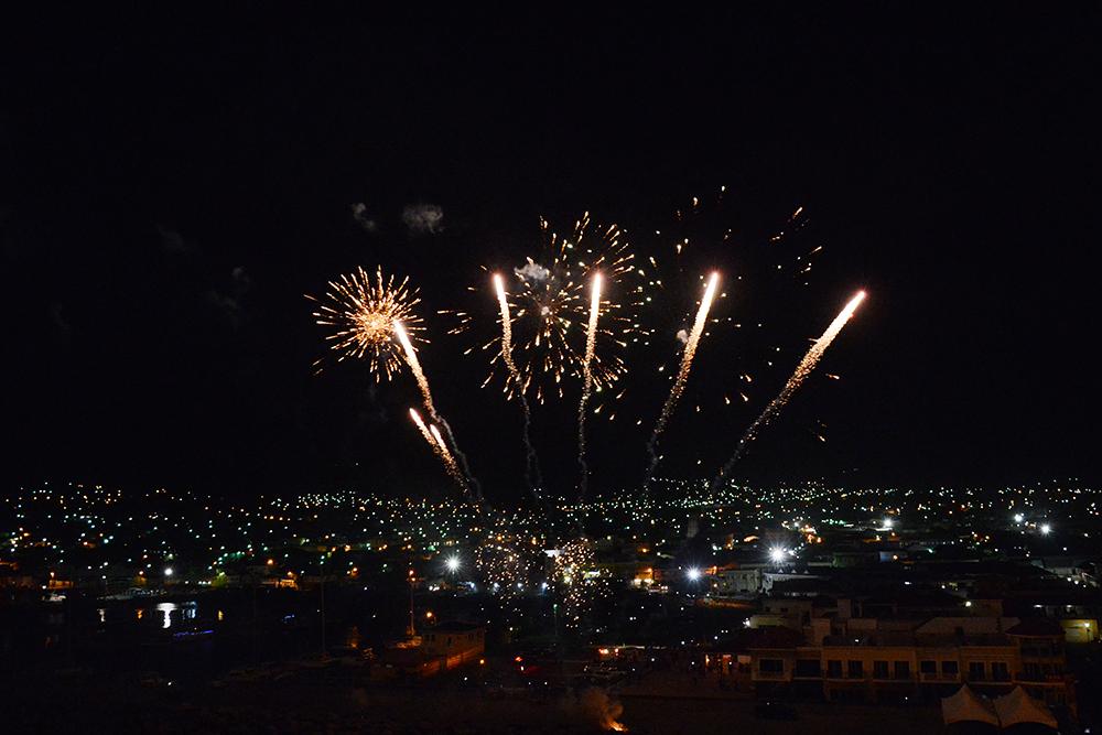 Blick auf das Silvester Feuerwerk von der Mein Schiff 1