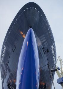 Ein Blick unter den Bug der Mein Schiff 5