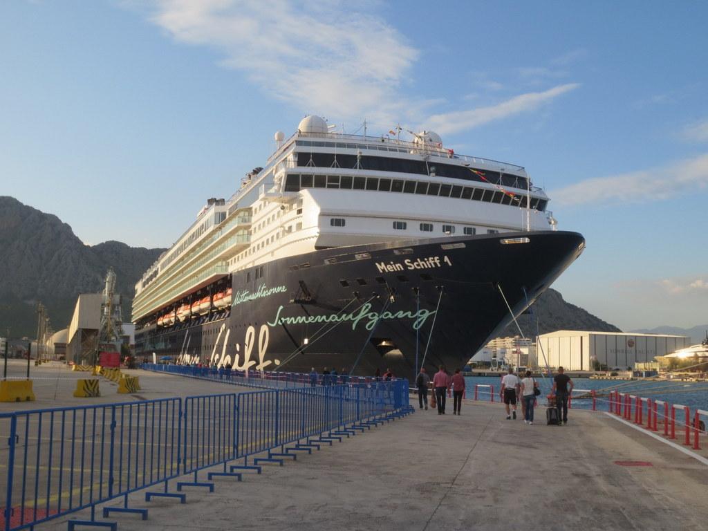 Die Mein Schiff 1 im Hafen von Antalya