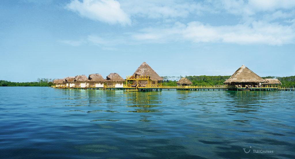 Bunglaows an der Küste Panamas