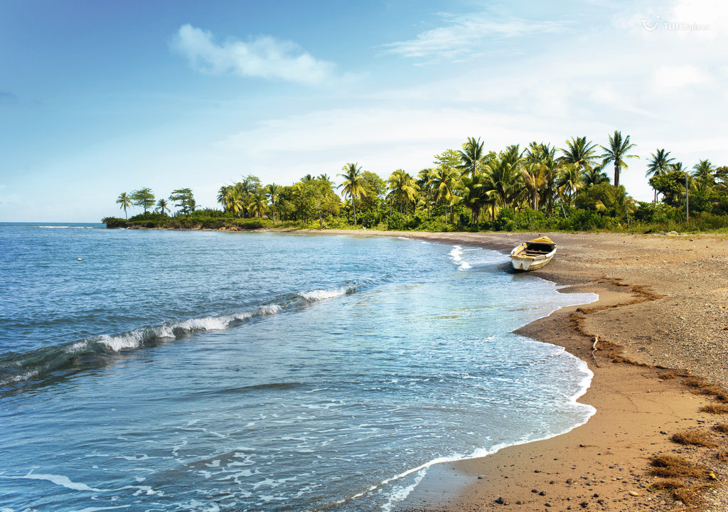 Boot am Strand auf Jamaika