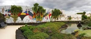 Kunstwerk an der Mauer der Fundación César Manrique