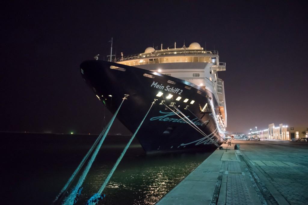 Die Mein Schiff 2 im Hafen von Dubai