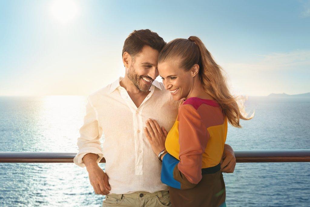 Romantische Momente an der Reling der Mein Schiff Flotte