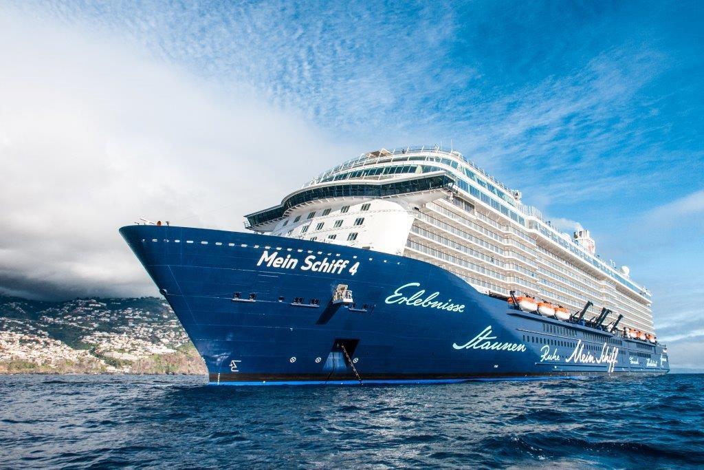 Mein Schiff 4 vor Madeira