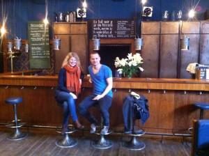 Mein Schiff Blog Gastautorin Kirsten Lindemann mit Schauspieler Sven Schelker