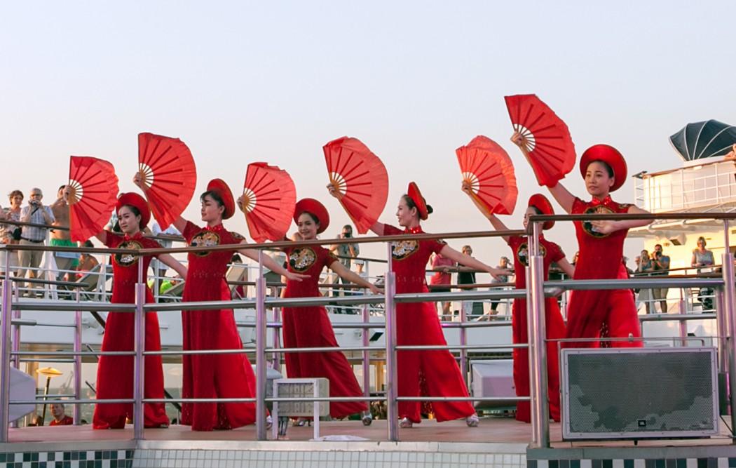 Vietnamesische Folklore an Bord der Mein Schiff 1