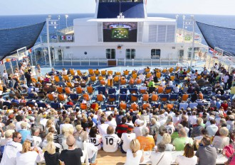 Public Viewing auf der Mein Schiff Flotte
