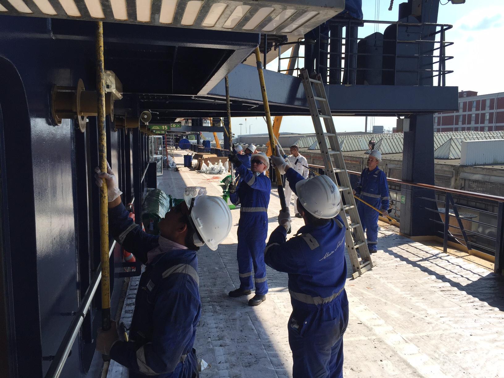 Arbeiten auf dem Promenadendeck der Mein Schiff 1