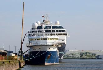 Die Mein Schiff 1 in Bremerhaven an der Pier