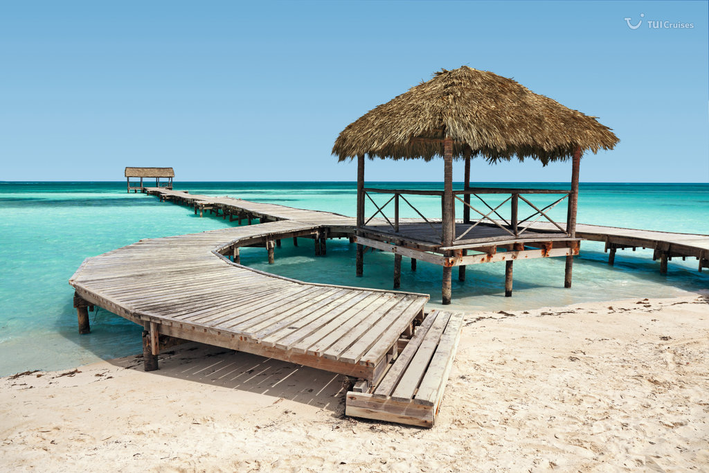 Steg am Strand in Belize City auf Belize