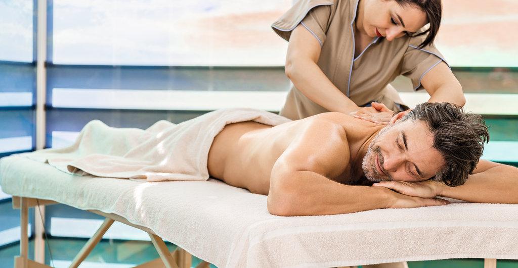 Massage im Aussenmassagebereich der Mein Schiff 4