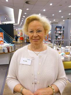 Sie sucht die Bücher für die Thalia Leselounge auf der Mein Schiff Flotte aus: Kirsten Landt
