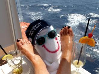 Wohlfühloffiziere der Mein Schiff: Relaxen auf dem Balkon
