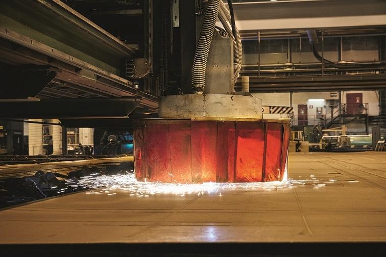 Der erste Stahlschnitt der Mein Schiff 5Der erste Stahlschnitt der Mein Schiff 5