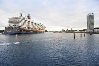 Ankunft der Mein Schiff 5 in Travemünde