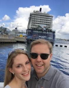 Ankunft beim Schiff: Mein Schiff Wohlfühloffiziere Kai und Jana