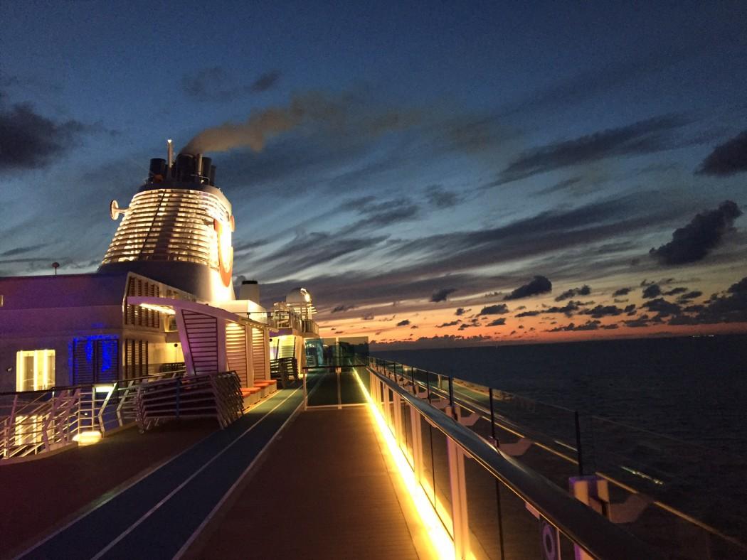 Was will man mehr: Die Mein Schiff 5 im Abendrot