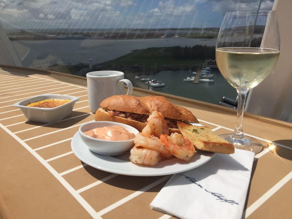 Essen mit Ausblick im Restaurant Gosch auf der Mein Schiff 5