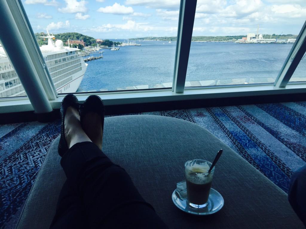 Einfach mal die Beine hochlegen in der Himmel und Meer Lounge