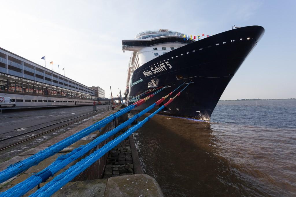 Die Mein Schiff 5 am Columbus Cruise Center Bremerhaven (CCCB)