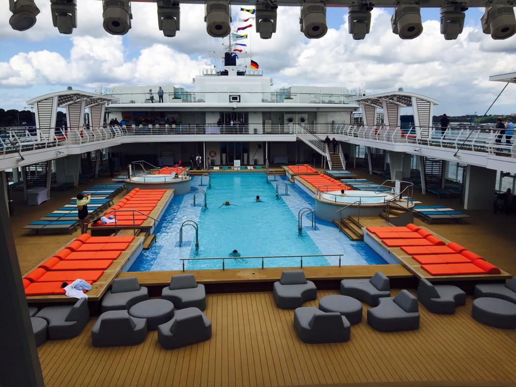 Einzigartig bei TUI Cruises: Kreuzfahrt mit 25-Meter-Pool