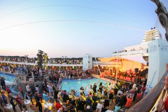 2017 mit auf Schallwellen Kreuzfahrt von TUI Cruises: die Echo-Gewinner PUR