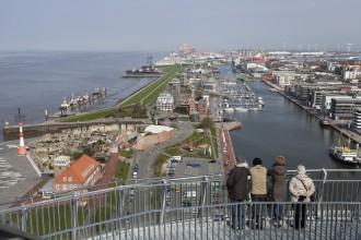 Aussichtsplattform auf den Hafen in Bremerhaven (c)Helmut_Gross