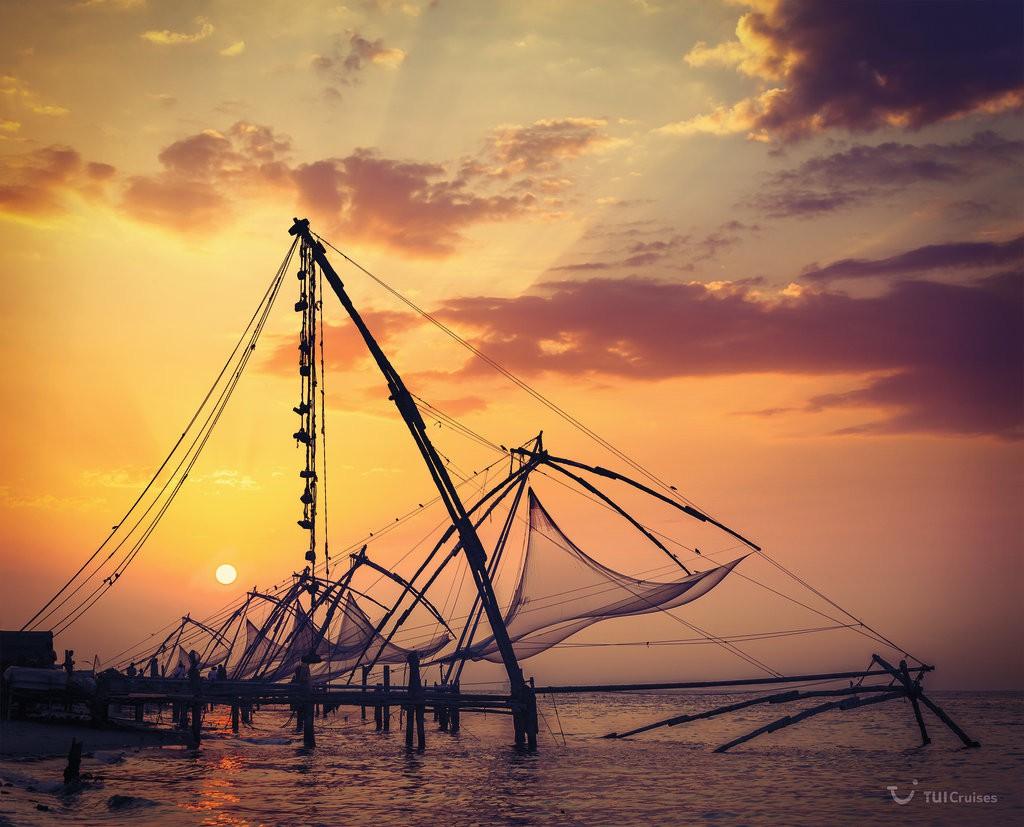 Mein Schiff Ziel: Fischernetze im Hafen von Cochin in Indien