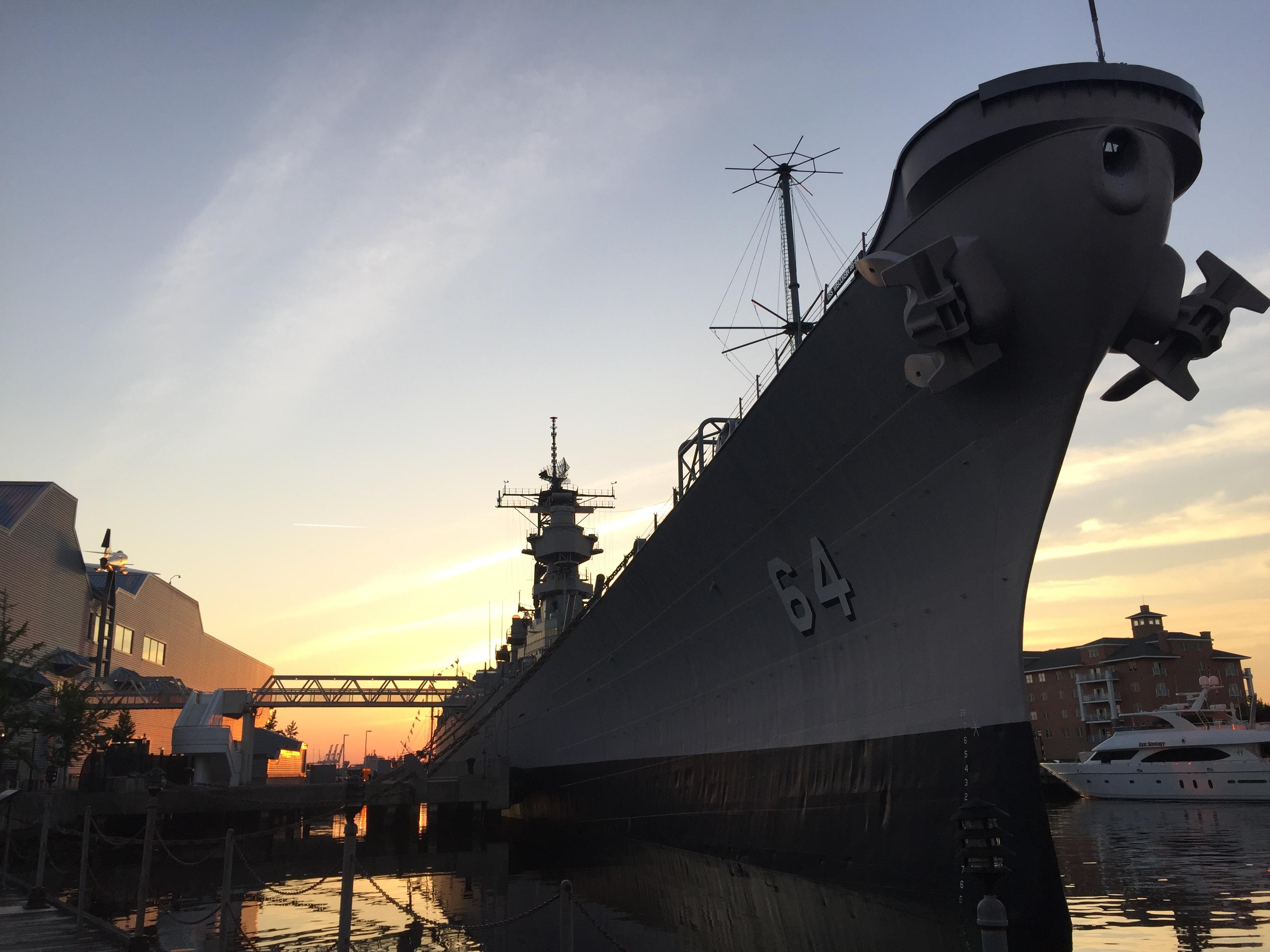 USS Wisconsin im Zentrum von Norfolk