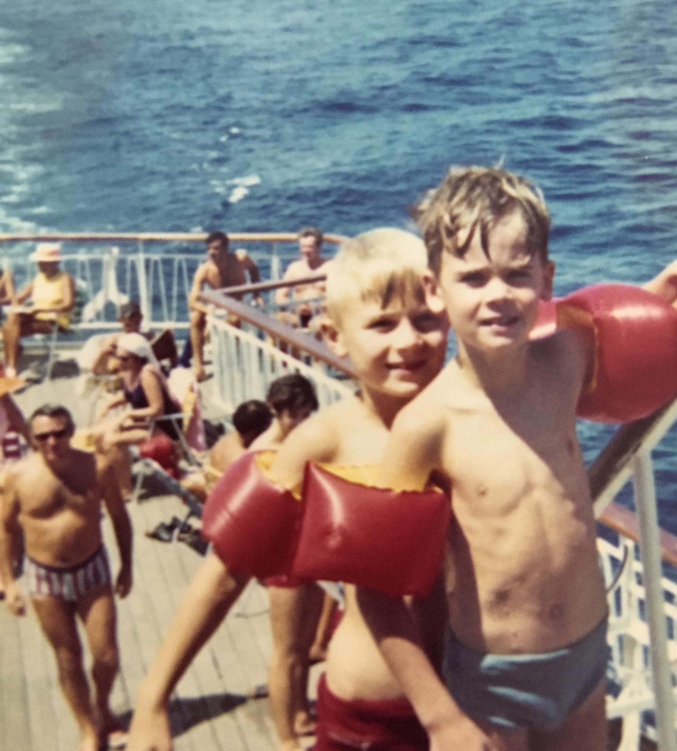 Mein Schiff Gastautor als Kind mit seinem Bruder Ulf (c) Frank Behrendt
