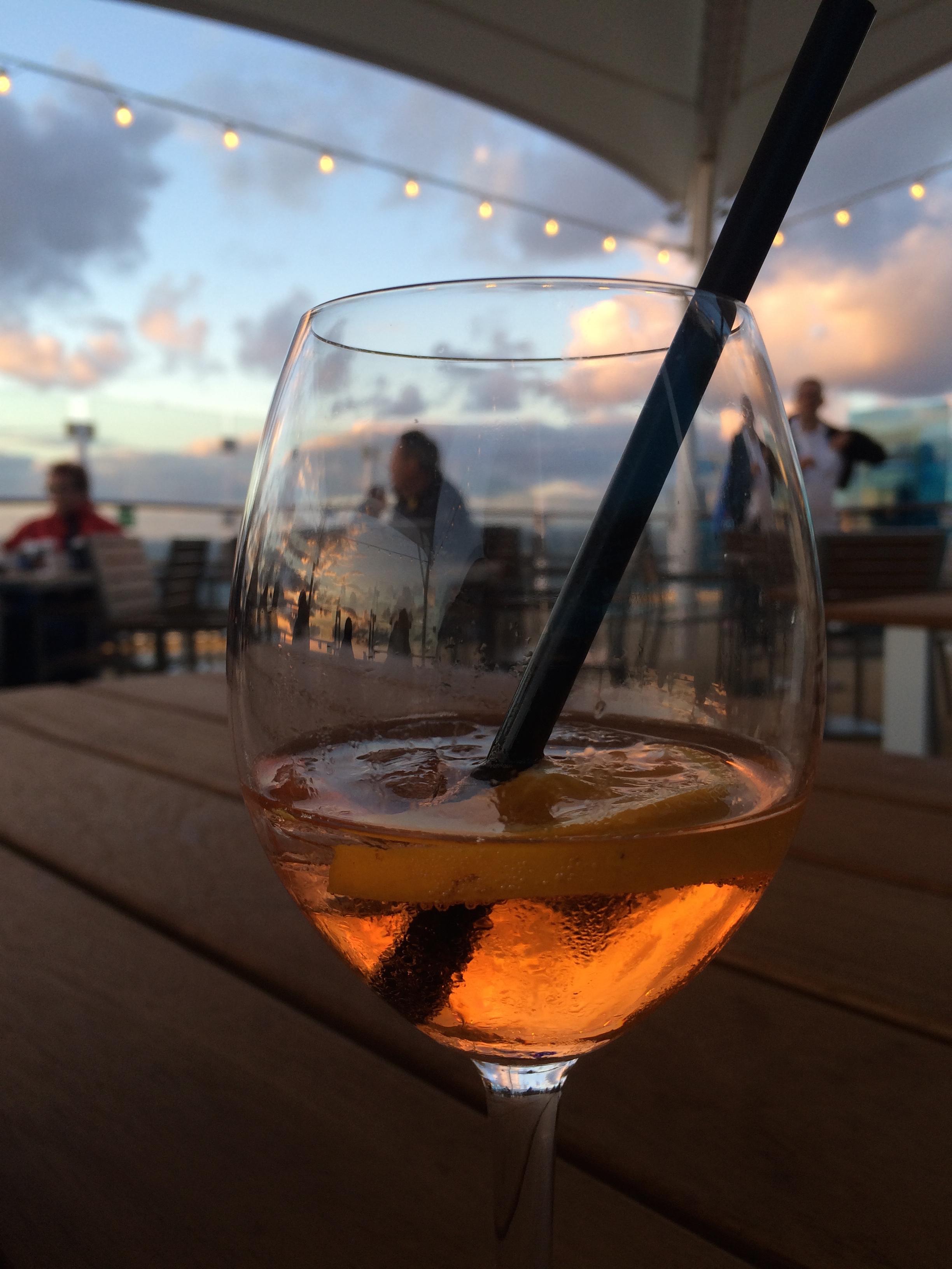 Auf der Mein Schiff 5: Sonnenuntergang mit Aperol Spritz genießen