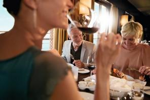 Gutes Essen und guter Wein an Bord der Mein Schiff Flotte von TUI CruisesGutes Essen und guter Wein an Bord der Mein Schiff Flotte von TUI Cruises