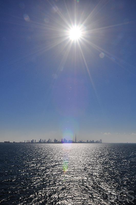Mit der Mein Schiff 2 vor Dubai