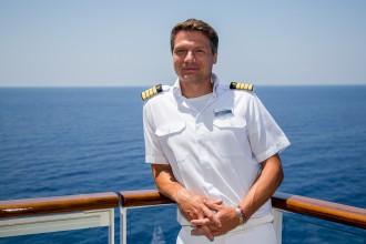 TUI Cruises Staff Captain Tobias Pietsch an Bord der Mein Schiff
