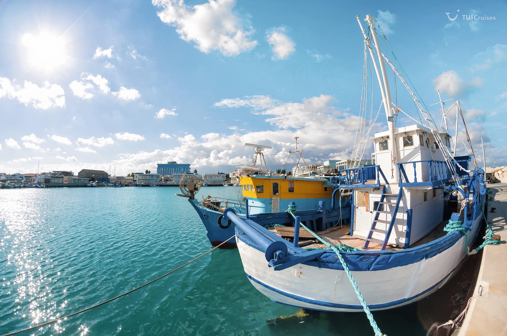 Altes Fischerboot im Hafen von Limassol, Zypern